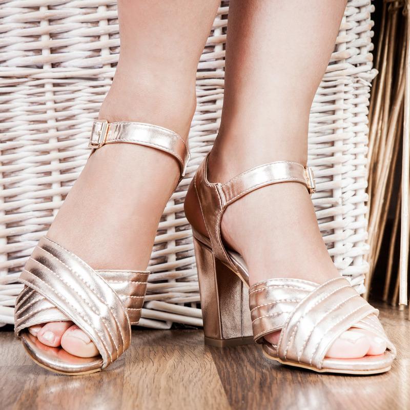 Chaussures à brides 6